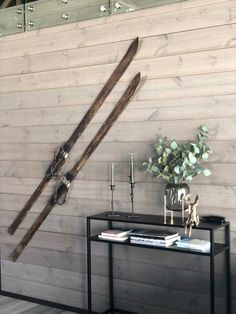 Lun hytte i Sogndal - Vyrk - Giannis Rustic Wood Walls, Cabin Interiors, Scandinavian Living, Take Me Home, Interior S, Most Beautiful Pictures, In The Heights, Cottage, Inspiration