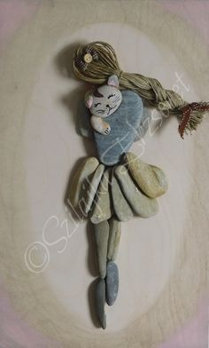 Stone Pictures Pebble Art, Pebble Stone, Stone Art, Stone Crafts, Rock Crafts, Funny Parrots, Sea Glass Art, Cool Diy Projects, Stone Painting