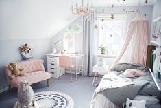 Nothing quite like a chandelier in a bedroom...a touch of modern class and a whole lot of heart eyes!!! Adore this space by one of our favourite bloggers @tildabjarsmyr. With muted greys, touches of soft pink, this rooming is ticking it all.Image and styling by @tildabjarsmyr