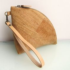 Leather Q-bag clutch / zipper pouch / bag organizer in genuine cork and vegetable tanned leather strap, handmade by rinarts