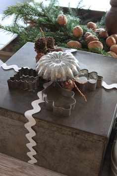 New giant cookie cutter, recycled dulux cookie tin box filled with unknown wonders & goodies, completed with a minerature antique molds....for my kitchen and for special gifts for special people in my life... wonder if YOU will be bequeathed with one? hummmmm........