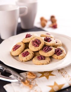 Kdybyste nesehnali červené ořechy, můžete je nahradit těmi vlašskými; Mona Martinů