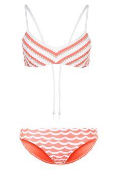 Schöne Bikinis, Badeanzüge & Co. gibt es wie Sandkörner am Meer. Wir haben für jede Figur die besten Exemplare aus den Onlineshops ausfindig gemacht.