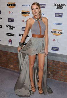 Blake was a stunning sensation in a stunning Spring 2011 gown.