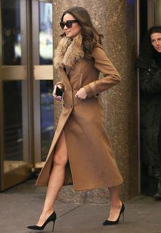 Street style de Shay Mitchell, a canadense que interpreta Emily em Pretty Little Liars, com sobretudo de pele.