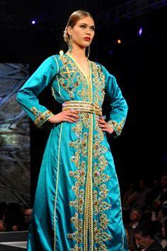 New caftan dernière mode marocaine en 2017 de nombreux modèles, traditionnelle ou moderne renouvelé chaque semaine. Des nouveaux modèles vous permet de garder une trace de l'évolution de la mode arabe et marocaine «Caftan » à travers de nombreux modèles et couleurs de merveilleux dessins avec une variété de tissus, brodés de pierres .
