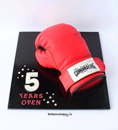 Boxing glove by Elaine Boyle....bakemehappy.ie