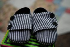 This is a free pattern & tutorial for baby boy shoes, but I so want to make some in my size! (Shwin & Shwin)