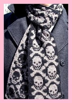 Ravelry: Neck Bones Scarf pattern by Camille Chang Knit Cowl, Knitted Shawls, Crochet Scarves, Mode Crochet, Knit Or Crochet, Crochet Skull, Fair Isle Knitting, How To Purl Knit, Knitting Charts