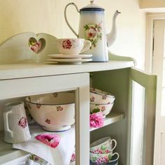 Country cabinet - country cottage decorating