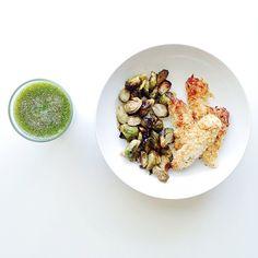 Homemade Parm&Panko Chicken Tenders w/ Chia Seed+Green Juice.