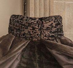#luxurylifestyle #christmascouture #canopybed #christmasdog #petbed *  #Weihnachtshund #Luxus #Hundebett  #Weihnachtscouture #Wintercouture