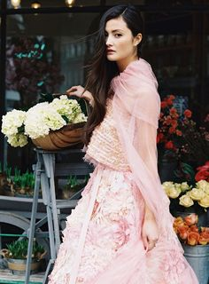 Chanel Couture in shades of carnation and rose pinks. I cannot say how much I love PINK+CHANEL= Ellie Saab, Chanel Fashion, Pink Fashion, Vintage Fashion, Marchesa, Peony Lim, Gabrielle Bonheur Chanel, Foto Fashion, Festa Party