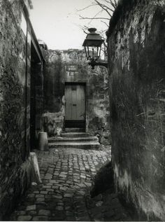 firsttimeuser:  Eugene Atget. Documenting the architecture and street scenes of Paris