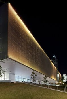 Tampa Museum Of Art - Picture gallery Tampa Museum Of Art, Art Museum, Facade Lighting, Exterior Lighting, Facade Architecture, Contemporary Architecture, Mall Facade, Architectural Lighting Design, Building Exterior