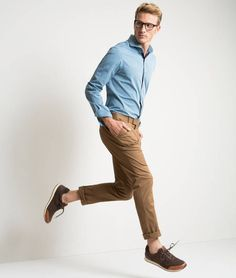 Stylish Mens Outfits, Modern Outfits, White Studio Background, People Poses, Men Photoshoot, Figure Poses, Dynamic Poses, Family Photo Outfits, Athleisure Fashion
