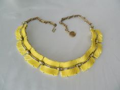 Vintage-1950s-Yellow-Thermoset-Plastic-Textured-Link-Necklace-Modernist-Lisner