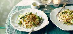 Spaghetti und grüner Spargel in Zitronensauce
