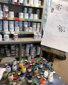 Wir kommen mit vielen neuen Ideen und Anregungen von den Workshops bei Annie Sloan in Oxford/England zurück. Ab Mai bieten wir Workshops an und führen Euch in die kreative Welt der Annie Sloan ChalkPaint Farben ein.  Die genauen Termine folgen. Many thanks to @anniesloanhome and her whole wonderful team for the three days in Oxford, England  #umgarnerei #bamberg #franken #anniesloan #anniesloanchalkpaint #chalkpaint #möbelstreichenohneschleifen #paintfurniturewithoutsanding #diy…