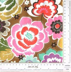 Preciosa Tela de flores en fondo marrón, Maisie Floral Caramel. Tienda online de patchwork y costura Jan et Jul