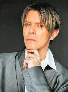 Style icon of the week - David Bowie David Bowie, David Jones, Two Different Colored Eyes, Ziggy Played Guitar, The Thin White Duke, Major Tom, Ziggy Stardust, Glam Rock, The Man