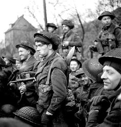 Canadians in Germany - Infantrymen of the Royal Winnipeg Rifles in a Buffalo amphibious vehicle taking part in Operation VERITABLE en route from Niel to Keeken, Germany. Canadian Soldiers, Canadian Army, Canadian History, British Soldier, British Army, Commonwealth, Les Cents, Army Infantry, Man Of War