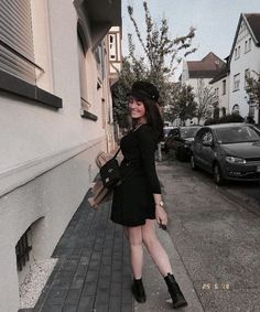 Shared by Leonie ♡. Find images and videos about girl, fashion and style on We Heart It - the app to get lost in what you love. Hair 2018, Caps Hats, Doctor Who, Street Style, Style Inspiration, Poses, Lifestyle, My Style, Sweaters