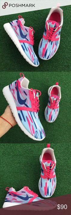 Women's Nike Roshe one flight weight sneakers •Size 7Y or 8women 25cm • brand new •Authentic •Box not included Nike Shoes Athletic Shoes