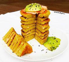 """""""Mi piace"""": 530, commenti: 36 - Living healthy and being happy (@italianhealthychoices) su Instagram: """"Pancake salati ai broccoli e salmone affumicato, serviti con salmone, avocado e semi di sesamo nero…"""""""