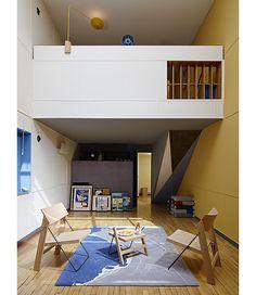 Des étudiants de l'ECAL ont été invités à imaginer une collection d'objets domestiques pour l'Appartement 50 de la Cité Radieuse de Le Corbusier à Marseille. Une exposition visible in situ jusqu'au 19 juillet 2015.