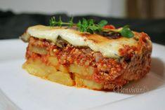 Netuším, aký je originál recept, pretože v Grécku je to s musakou tak, ako u nás s kapustnicou. Iný kraj, iná rodina, iný recept. Rozpis surovín je na zapekaciu misku, alebo pekáč 22x28 cm. Musaka, Greek Recipes, Meatloaf, Lasagna, Sandwiches, Menu, Dinner, Cooking, Ethnic Recipes