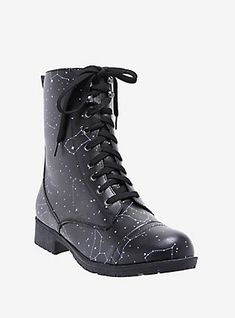 How many constellations can you name that are on these combat boots? Go ahead, we'll wait. Black faux leather combat boots with white constellation print and lace-up front closure. rubber soles Imported Listed in women's sizes High Heel Boots, Heeled Boots, Shoe Boots, High Heels, Pretty Shoes, Cute Shoes, Me Too Shoes, Estilo Indie, Shoe Wardrobe