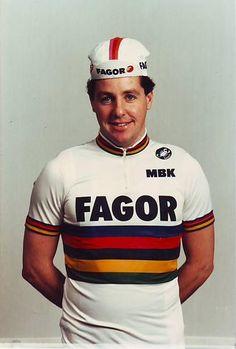 Stephen Roche (nacido el 28 de noviembre de 1959 en Dundrum, población del Sur de Dublín, Irlanda) fue ciclista profesional desde 1981 hasta 1993, en los que cosechó 58 victorias.