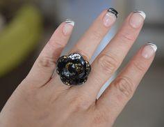 Bague réglable Fleur Fimo noir or et argent : Bague par perles-de-filles