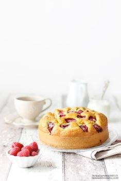 yogurt cake with rapberries