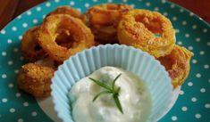 Jak na zdravější cibulové kroužky   recept Onion Rings, Dip, Ethnic Recipes, Food, Salsa, Essen, Meals, Yemek, Onion Strings