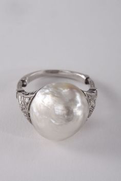 Art deco natural baroque pearl ring - I desire this immensely. Art Deco Ring, Art Deco Jewelry, Pearl Jewelry, Jewelry Rings, Vintage Jewelry, Jewelry Accessories, Jewelry Design, Pearl Rings, Pearl Bracelets