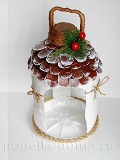 Birds feeder from a plastic bottle Plastic Bottle Flowers, Plastic Bottle Crafts, Recycle Plastic Bottles, Diy Crafts Hacks, Diy And Crafts, Plastic Container Crafts, Bird Feeder Craft, Bird Houses Diy, Theme Noel