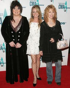 Ann Wilson (left), Deana Carter and Nancy Wilson arrive at the 40th annual CMA Awards on Nov. 6, 2006. Photo By: Peter Kramer/Getty Images