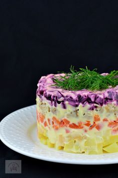 Salata ruseasca Șuba Source by dreamsborndead Gourmet Recipes, Vegetarian Recipes, Cooking Recipes, Timbale Recipe, Nutritious Breakfast, Romanian Food, Food Decoration, Halloween Food For Party, Snacks