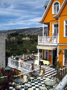 Hotel brighton, Valparaíso, Chile  En la ciudad donde nací... un maravilloso lugar para comer en la terraza, o darse la mano dentro. Al lado de Viña del Mar