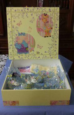 Caixa 40x40 amarelo bb com detalhes em lilas