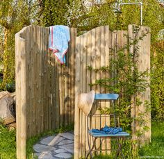 Piquet Bois, Garden Shower, Diy Garden, Garden Deco, Fence Garden, Outdoor Baths, Outdoor Bathrooms, Outside Showers, Diy Spa