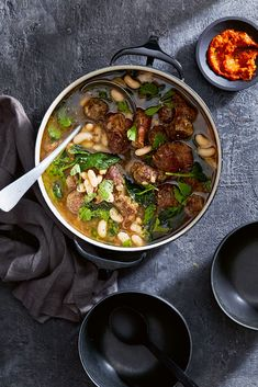 T'fina pakaila (white bean and meatball stew) Meatball Stew, Food And Travel Magazine, Winter Dishes, White Beans, Crowd, Spices, Warm, Traditional, Books