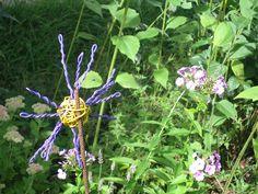 Uma flor com arame. Spider, Insects, Animals, Flowers, Animales, Animaux, Spiders, Animal, Bugs