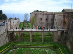 Montjuïc Castle in Barcelona Barcelona Pictures, Mediterranean Sea, Day Trips, Mount Rushmore, Castle, Europe, Adventure, Mountains, City