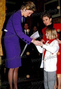 1989-12-06 Diana attends the Young Deaf Achievers Awards at the Cafe Royal, in aid of the British Deaf Association