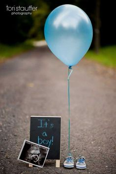 Gender Reveal Ideas For Your Big Announcement Having a hard time finding a baby gender reveal party or photo idea that suits you and your significant other? This inspiration should help out in announcing whether it's a boy or girl. Gender Reveal Announcement, Gender Announcements, Baby Boy Announcement, Gender Reveal Pictures, Baby Reveal Photos, Ideas To Reveal Gender, Simple Gender Reveal, Gender Reveal Photography, Baby Gender Reveal Party