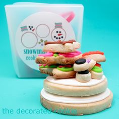 Assemble-your-own-snowman cookie gift. Great instructions and template. Such a fun idea!!! #buildCookieSnowmenKit