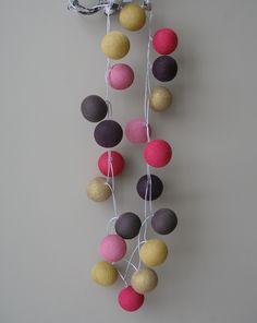 Lichtslinger in Glorious Lou kleuren: oud roze, hot pink, aubergine, mosterd en goud! Te koop op www.gloriousliving.be